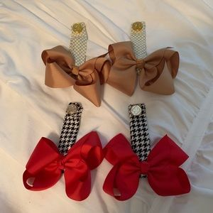 2 sets of boot clip bows